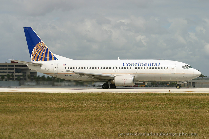 N17326. Boeing 737-3T0. Continental. Miami. 030304.