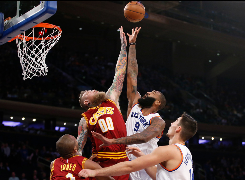 . Cleveland Cavaliers forward Chris Andersen (00) defends as New York Knicks center Kyle O\'Quinn (9) tries to tip the ball toward the basket in the second half of an NBA basketball game at Madison Square Garden in New York, Wednesday, Dec. 7, 2016. The Cavaliers defeated the Knicks 126-94. (AP Photo/Kathy Willens)