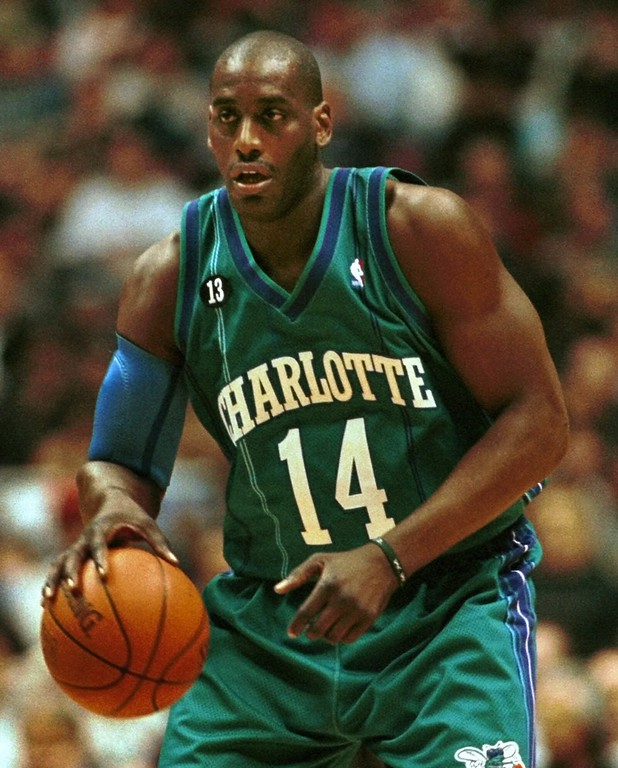 . Charlotte Hornets\' Anthony Mason handles the ball during the second quarter against the New Jersey Nets\' Saturday night, Feb. 26, 2000, in East Rutherford, N.J.   (AP Photo/Bill Kostroun)