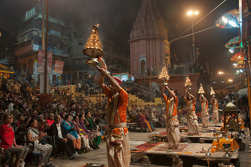 Varanasi-GangaAarati-03.jpg