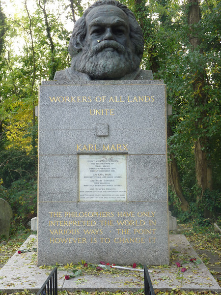 Karl Marx grave, surrounded by several others of Communist background who, I suppose, wanted to be buried by their hero.
