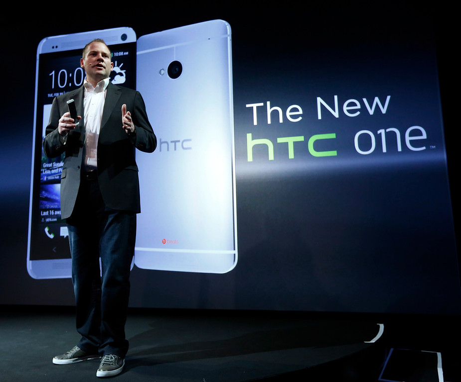 . HTC president Jason Mackenzie shows the new HTC One during a launch event in New York, February 19, 2013. REUTERS/Brendan McDermid