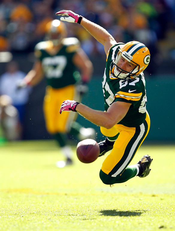 . Green Bay Packers wide receiver Jordy Nelson can\'t catch a pass during the first half of an NFL football game against the Detroit Lions Sunday, Oct. 6, 2013, in Green Bay, Wis. (AP Photo/Mike Roemer)