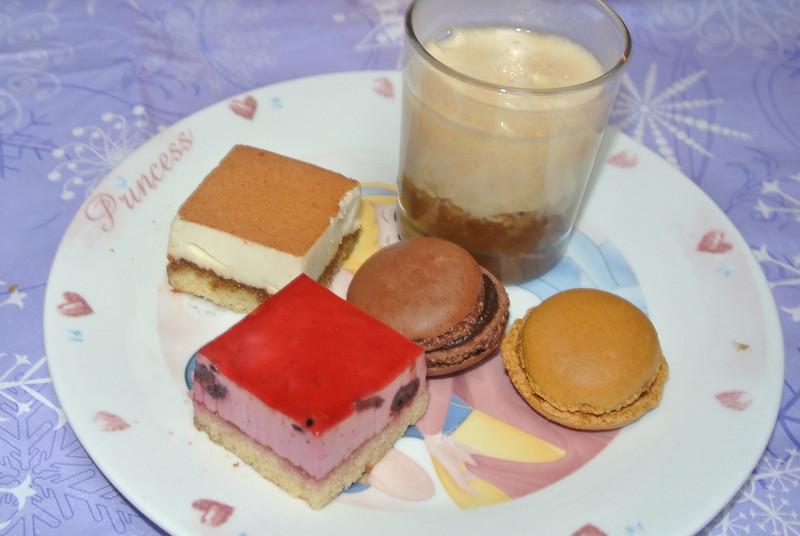 Mijn dessert...voor mij iets anders... Het was weer de helft te veel... Ik had hier al 2 makarons gepikt!...