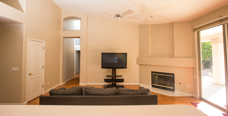 livingroom kitchen 3.jpg