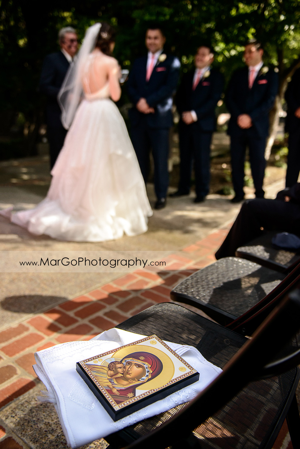icon with bride and groom in background during wedding ceremony at Saratoga Foothill Club