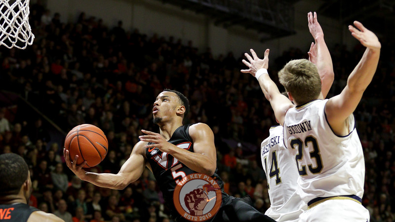 Justin Robinson splits a pair of Notre Dame defenders on his way towards a layup. (Mark Umansky/TheKeyPlay.com)