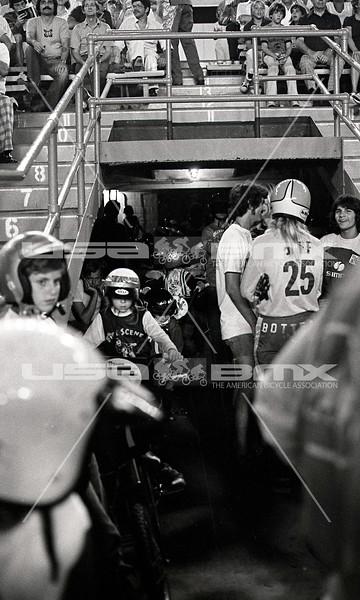 1976 Orange Bowl race - by Russ Okawa