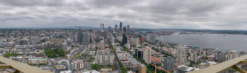 Von der Space Needle hat man eine tolle Aussicht auf die Skyline von Seattle.