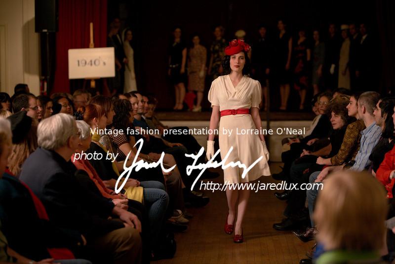 vintage_fashion_show_09_f3561096.jpg