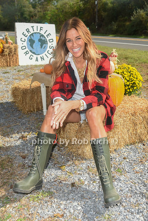 Kelly Killoren Bensimon private shoot with Rob Rich in the Hamptons on 10-13-19.   all photos by Rob Rich/SocietyAllure.com ©2019 robrich101@gmail.com 516-676-3939