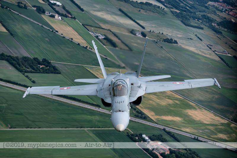 F20180609a112727_2183-F-18A Hornet-J-5020-Suisse-Demo-a2a-Aalborg,Danemark.JPG