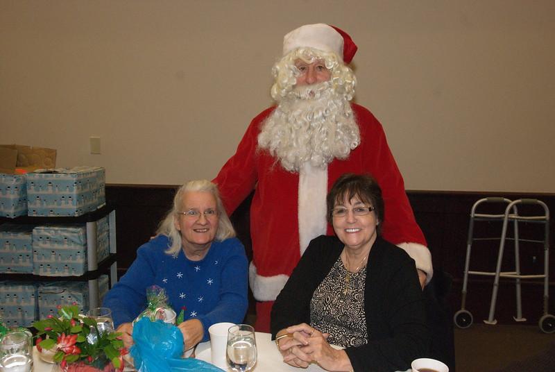 2014-12-04-Philtopchos-Seniors-Christmas-Luncheon_017.jpg