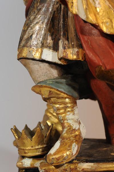 Zwischenzustand: Anna Altar, Josd, Vergoldung freigelegt, sichtbare Kittungen (Ölkitt) mussten reduziert werden um sie der Oberfläche anzupassen und weil sie teils die Polimentvergoldung abgedeckt haben AAF_0971_21-10-2011