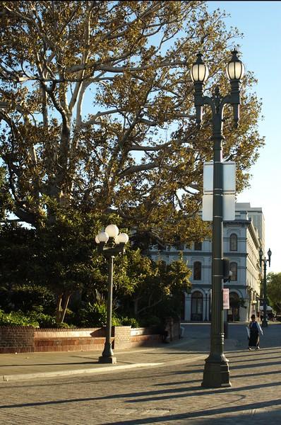 LaPlaza043-NorthSideOfPlazaPicoHouseBehind-2006-09-27.jpg