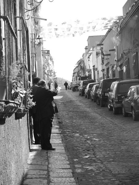 gringo in street pinting lr.jpg