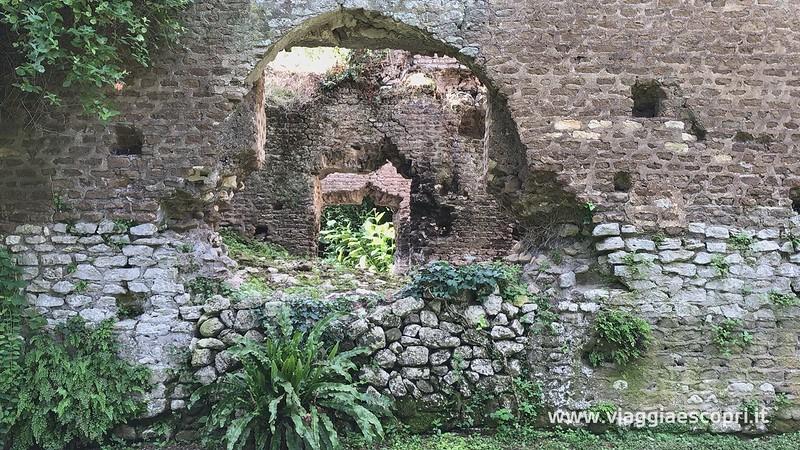 Giardino di Ninfa (10) (frame 104).jpg