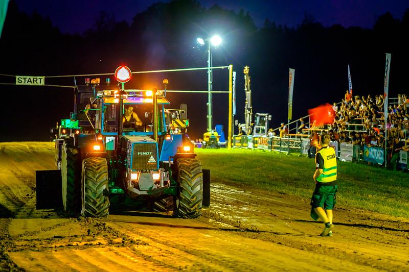 Tractor Pulling 2015-2217.jpg