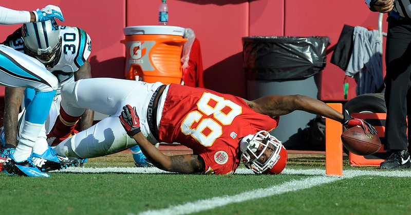 . Kansas City Chiefs wide receiver Jon Baldwin reaches for a touchdown against the Carolina Panthers on a Brady Quinn pass during the first half of their NFL football game in Kansas City, Missouri December 2, 2012. REUTERS/Dave Kaup