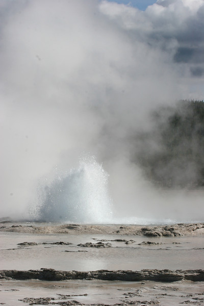 Great Fountain Geyser on Firehole Lake Drive - erupts about every 10 hours - we just happened to hit it