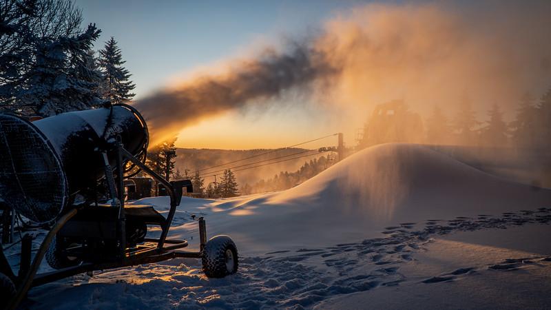Snowmaking 1920-04711.jpg