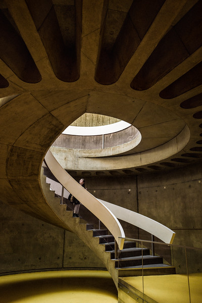 GIRL_IN_SPIRAL_STAIRCASE_MUSEE_GALLO_ROMAIN_LYON.jpg