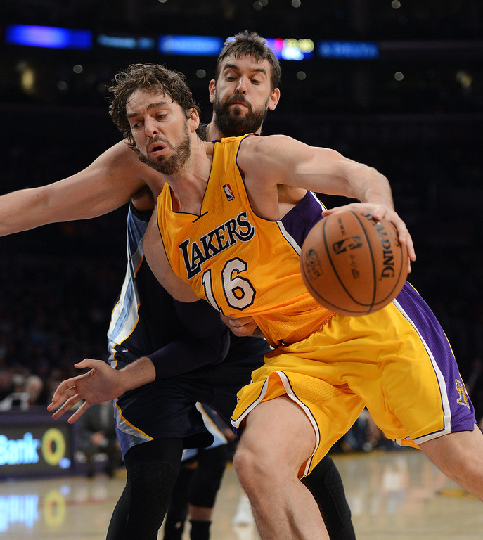 . The Lakers� Pau Gasol #16 drives to the basket as the Grizzlies� Marc Gasol #33 defends at the Staples Center in Los Angeles Friday, November 15, 2013. (Photo by Hans Gutknecht/Los Angeles Daily News)