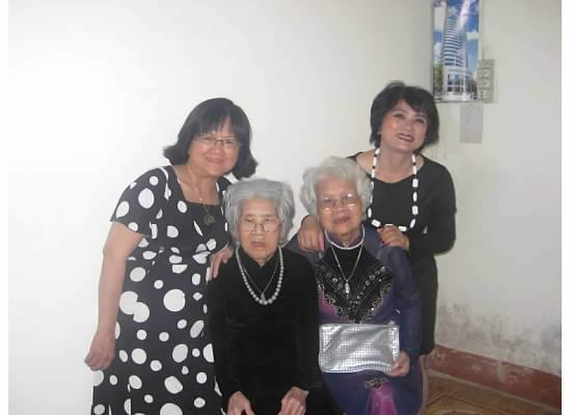 Kim Hiền (trái)