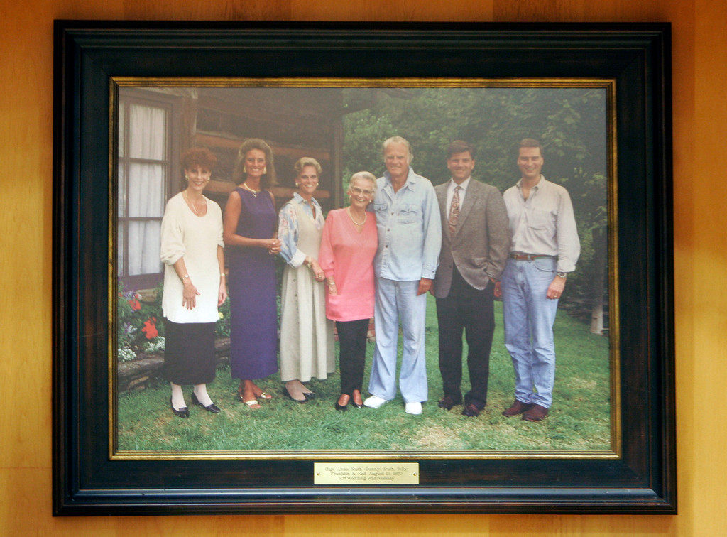 ". This 1993 family photo showing, from left, Gigi Graham Tchividjian, Anne Graham Lotz, Ruth ""Bunny\"" Graham, Ruth Graham, Billy Graham, Franklin Graham, and Ned Graham hangs on display at the Billy Graham Library in Charlotte, N.C., Tuesday, May 29, 2007. (AP Photo/Chuck Burton)"