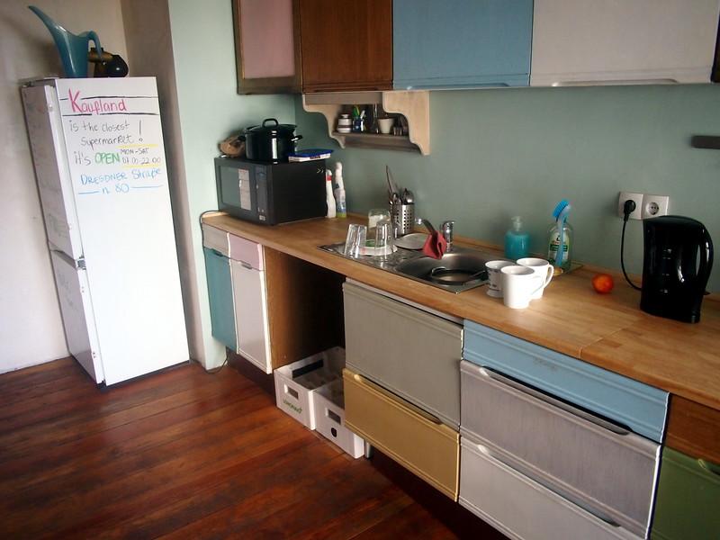 P7053471-kitchen.JPG