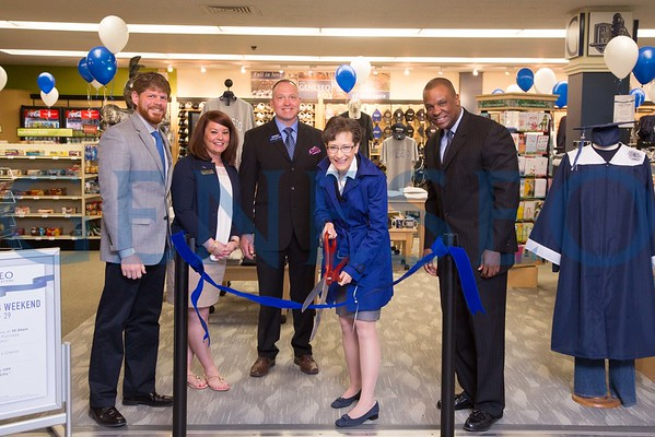 Barnes and Noble Ribbon Cutting