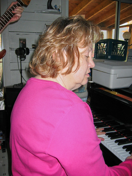 Shirley Lebin, jamming at the Lebin house, Oct 27 2002.