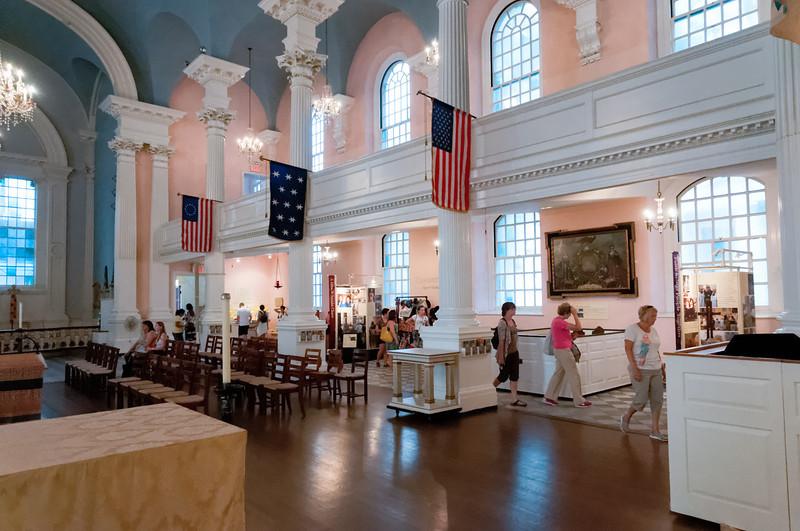 In der Kapelle ist eine kleine Ausstellung von Dingen, die an den 9. September erinnern.