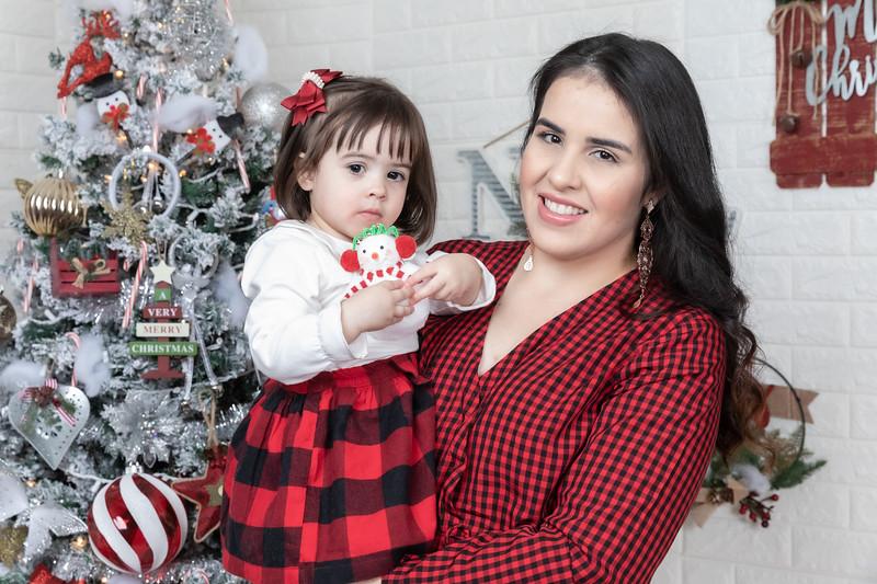 12.21.19 - Fernanda's Christmas Photo Session 2019 - -67.jpg
