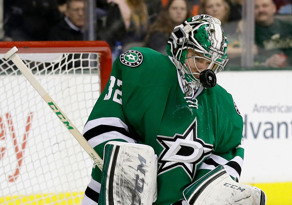 . Dallas Stars goalie Kari Lehtonen (32), of Finland, takes a shot to the mask in the second period of an NHL hockey game against the Colorado Avalanche, Monday, Jan. 27, 2014, in Dallas. (AP Photo/Tony Gutierrez)