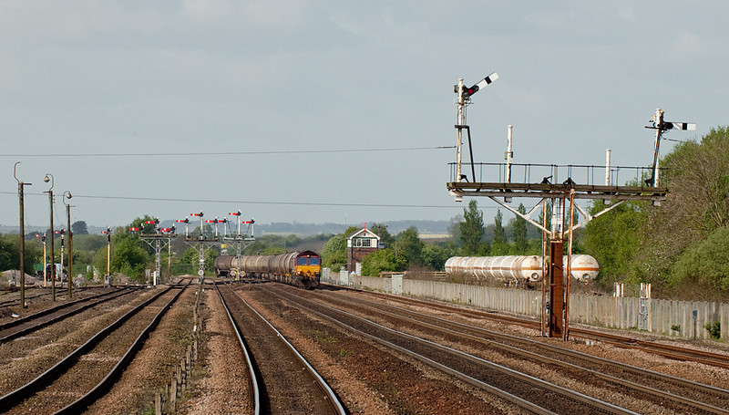 EWS 66 leads the 6E46 04:39 Kingsbury-Lindsey empty bogie tanks in Wrawby Junction.