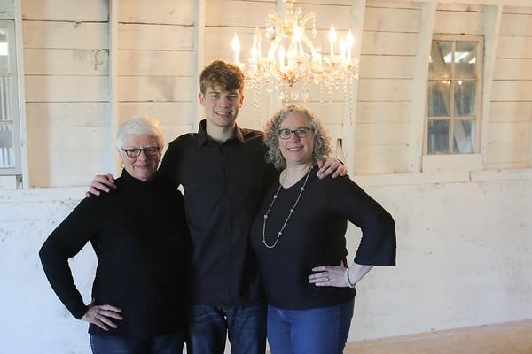 VandeVenter Family March 2019 at The Old White Barn