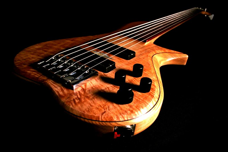 IMG_2983 BLDesign.us: 011 Barbary 6-string set-neck prototype. Photos: Marc Pagano. Slideshow Music: Nick Rosenthal and Beau Leopard.  All Content © 2005-2007 Beau Leopard Design .:. Custom Bass Guitars