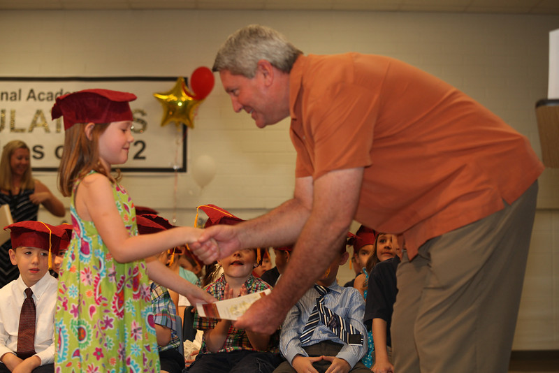 2012May18_MTA Kinder Grad_9693.JPG