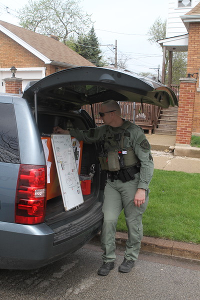 Chicago Police Department Swat Team Barracaded Subject 82 & Blackstone