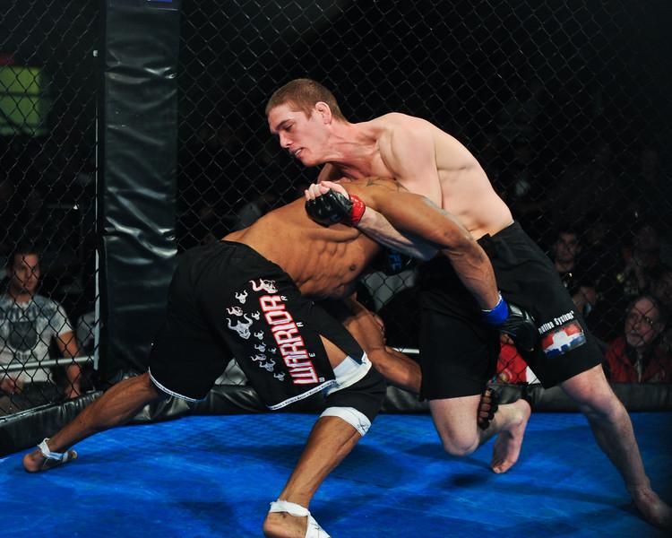 Rumble in the Cage 42 jordan mein