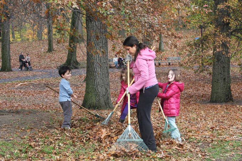 09.11.15 Family Fall Clean-Upf--11.jpg