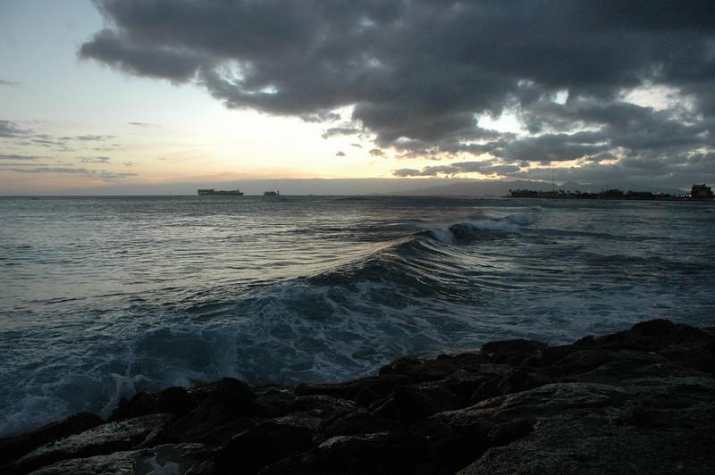 Hawaii - Ala Moana Beach Sunset-156.JPG