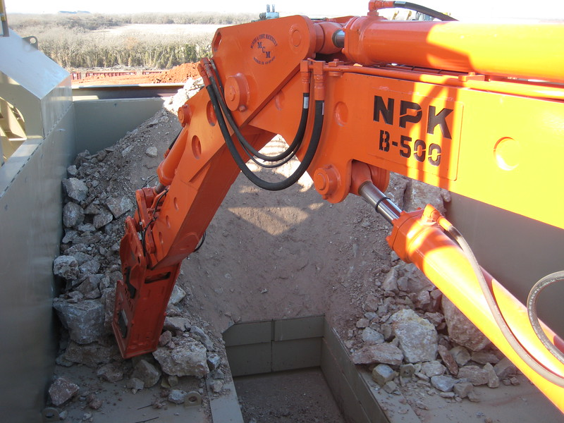 NPK B500 pedestal boom system with E208 hydraulic hammer-breaking rock in quarry (7).jpg