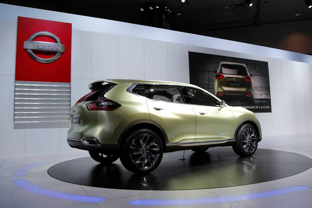 Description of . The Nissan Hi-Cross hybrid concept is unveiled at the LA Auto Show in Los Angeles, Wednesday, Nov. 28, 2012. (AP Photo/Jae C. Hong)
