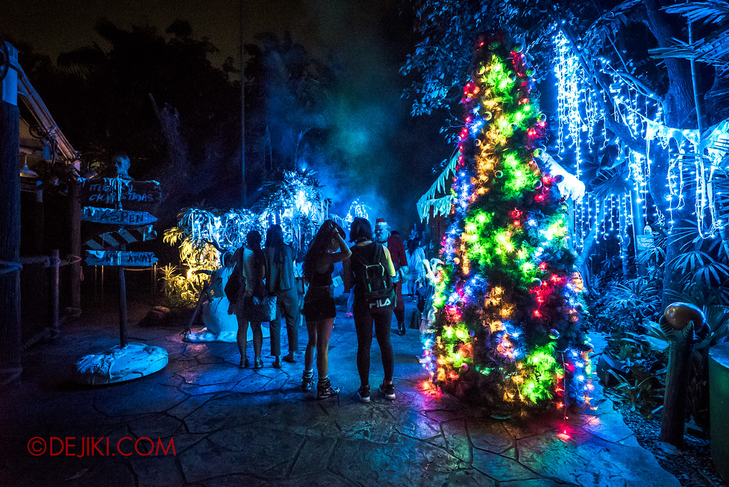 Halloween Horror Nights 7 - Happy Horror Days scare zone / Christmas Day Overview
