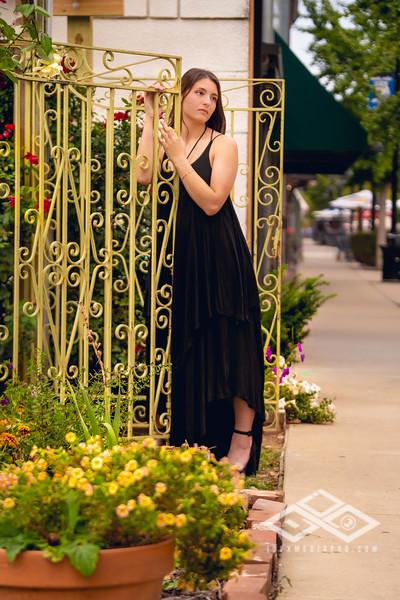 Xavia Senior Portrait-04410.jpg