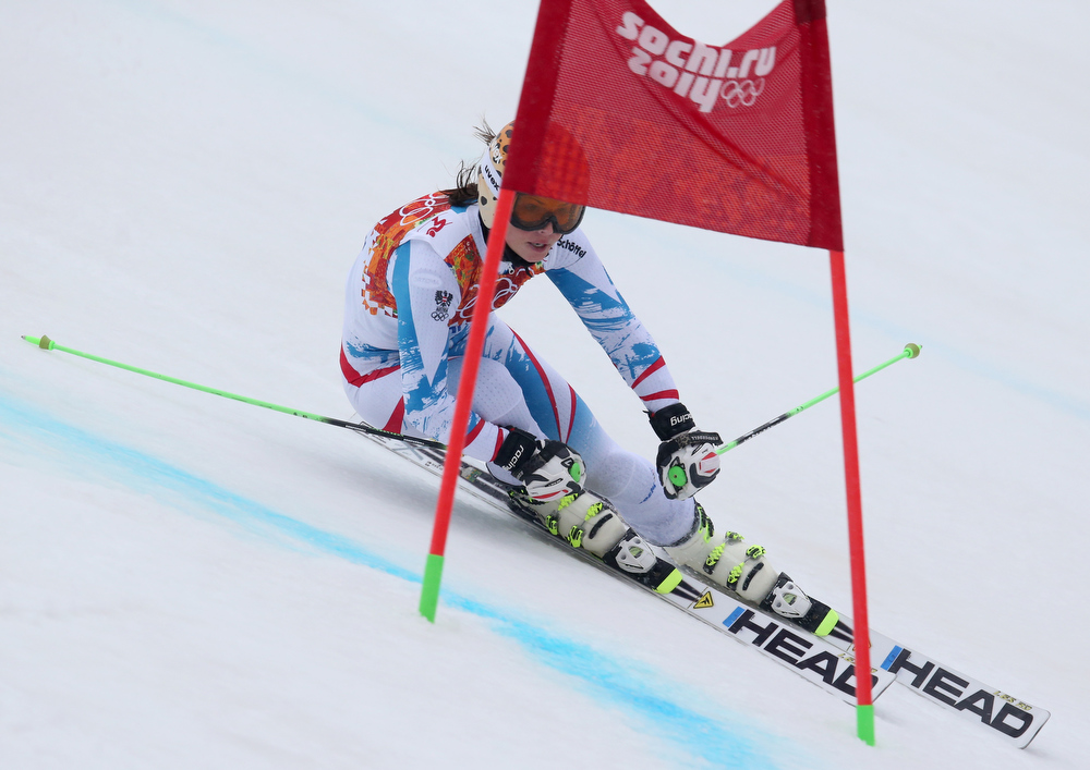 Description of . Austria's Anna Fenninger passes a gate in the second run of the women's giant slalom to win the silver medal at the Sochi 2014 Winter Olympics, Tuesday, Feb. 18, 2014, in Krasnaya Polyana, Russia.(AP Photo/Alessandro Trovati)