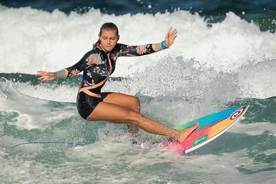 Elegance in Surfing 7599