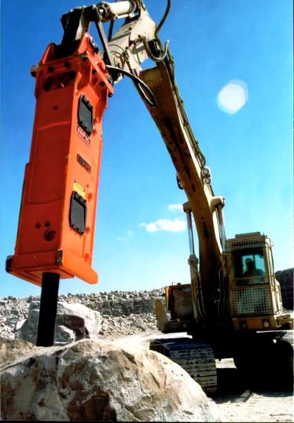NPK E225 hydraulic hammer on Cat excavator at Marblehead quarry (1).JPG